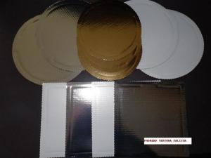 Podkłady pod torty z tektury falistej złote, srebrne i perłowe